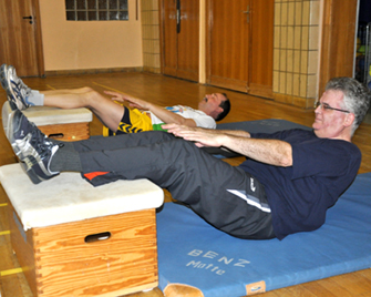 Sit Ups Gymnastik Turnen Sie und Er
